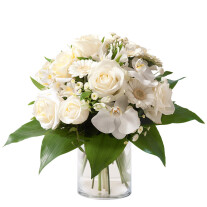 nice round bouquet in white color